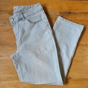 Chicos Light Wash Jeans Size .5 US 6